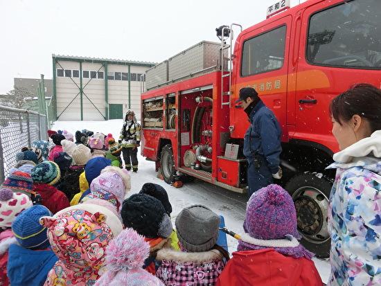 幼稚園に消防士さんがきました!